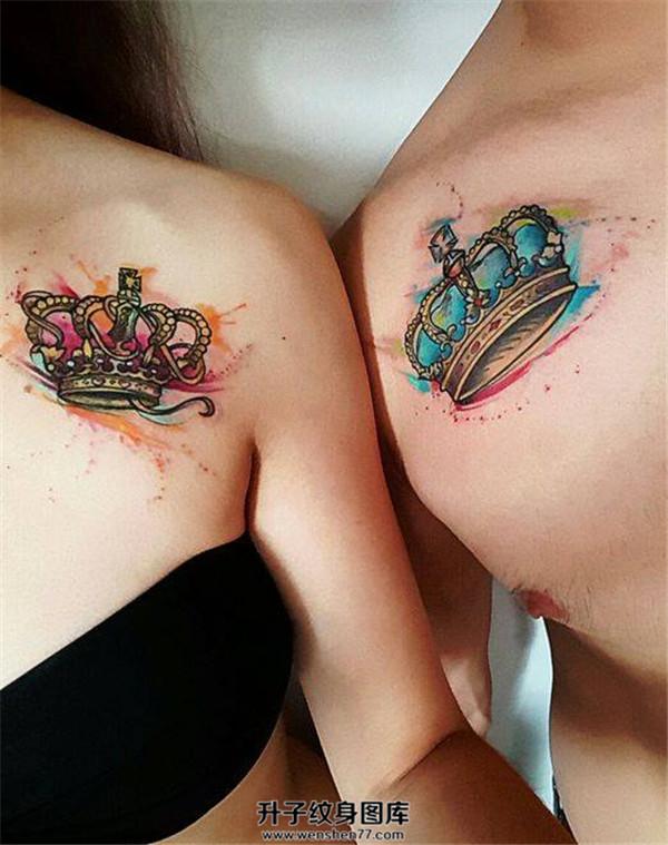 重庆纹身价格 肩膀彩色炫丽的情侣纹身图案皇冠
