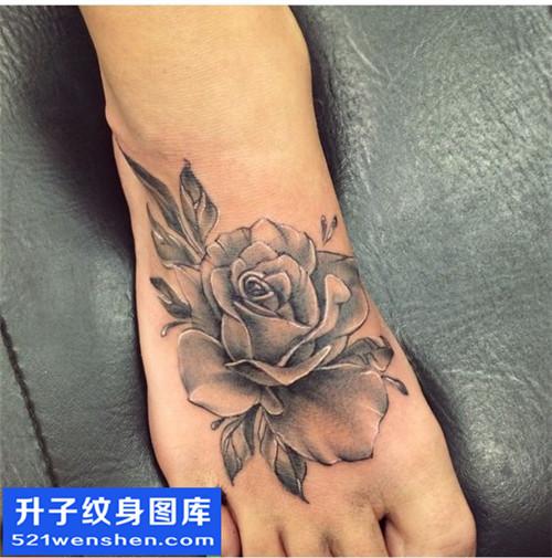 女性脚背欧美玫瑰花纹身图案大全