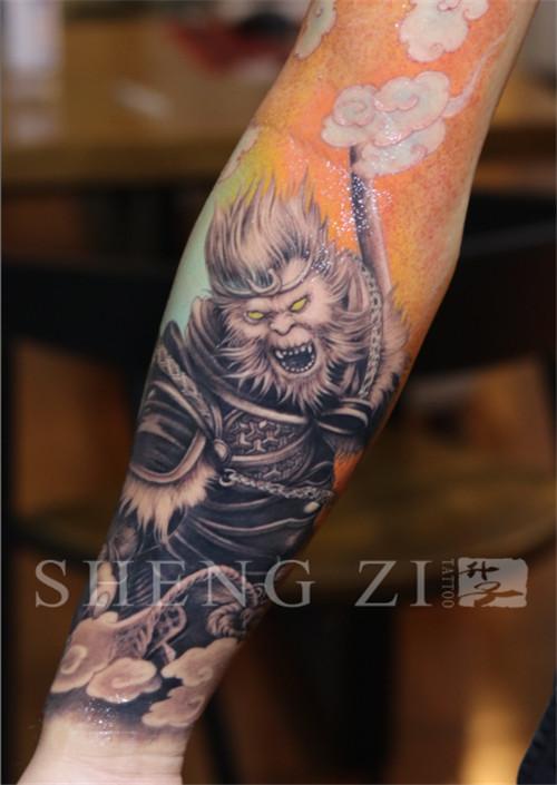 手臂内侧彩色欧美写实大圣纹身图案_升子刺青