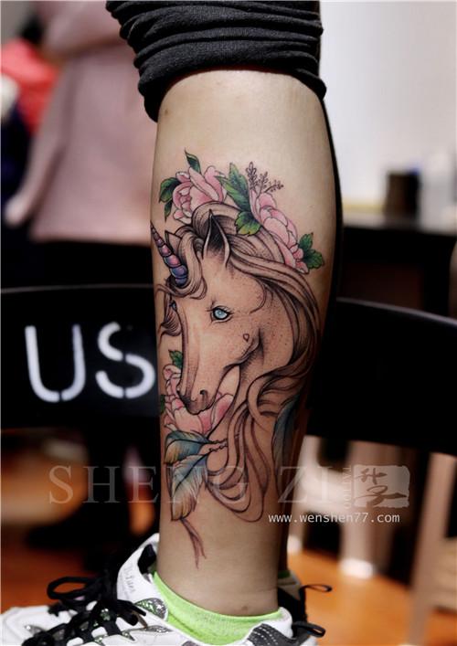 江北纹身 美女胸下的植物花纹身图案大全