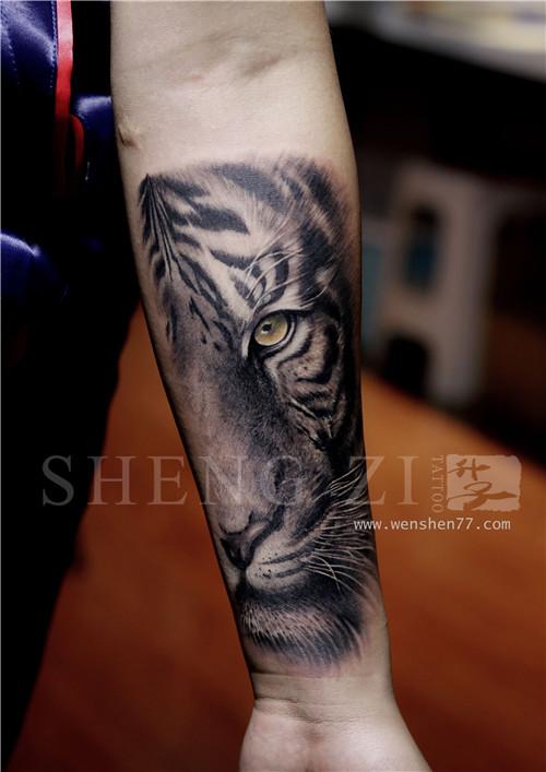 漂亮的侧腰纹身图案 南坪纹身
