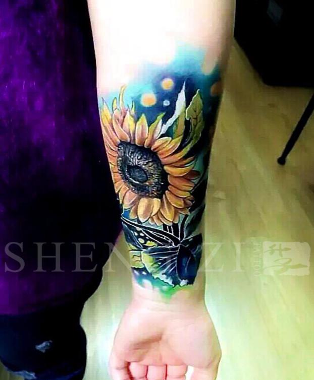 手臂写实向日葵纹身图案 杨家坪纹身