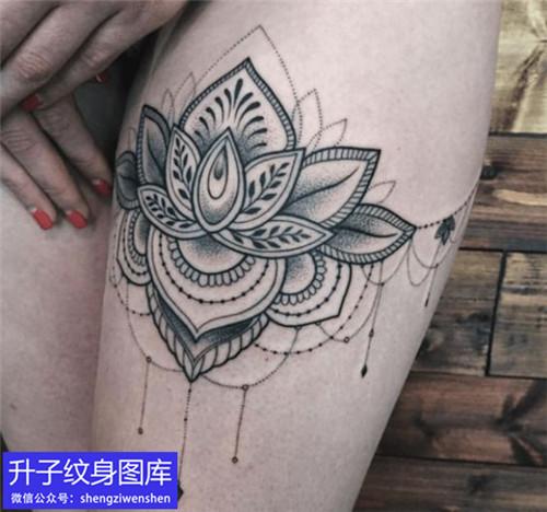 大腿蕾丝纹身图案
