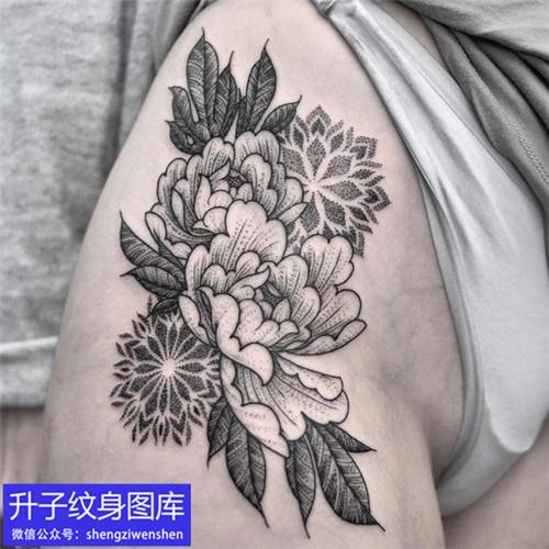 大腿牡丹花纹身图案