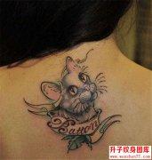 后背可爱的猫咪纹身图片