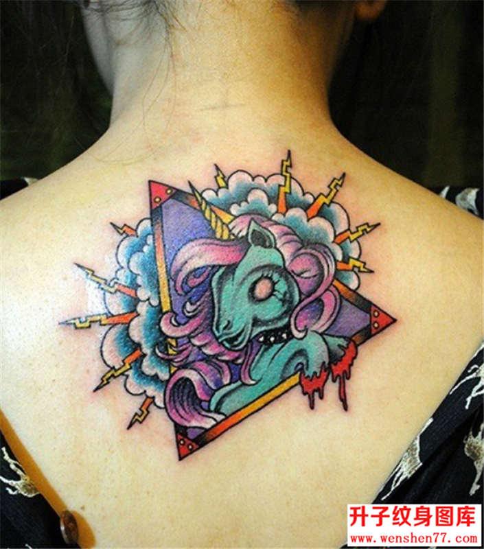 后背独角兽纹身图片