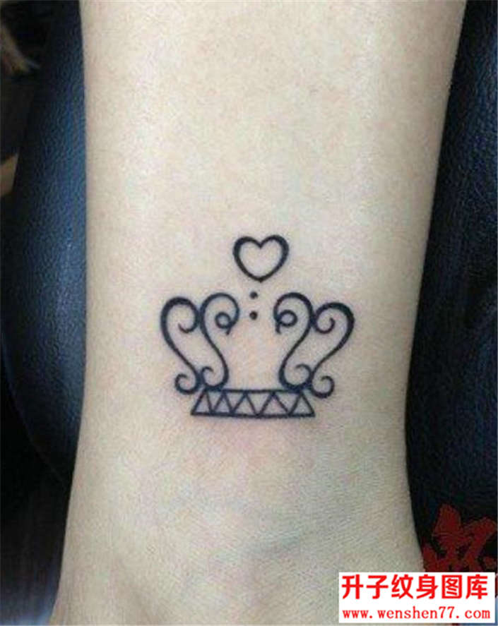 脚踝图腾皇冠纹身图片