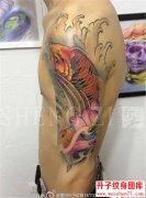 手臂鲤鱼纹身图片