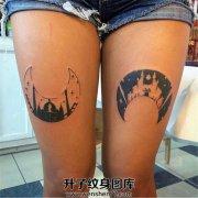 双侧大腿反向月亮古堡纹身图案