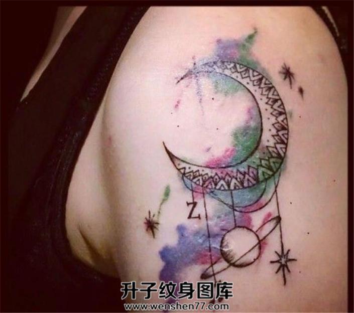 彩色月亮和小行星纹身