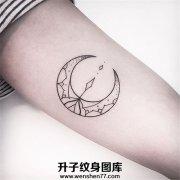 小清新线条月亮纹身