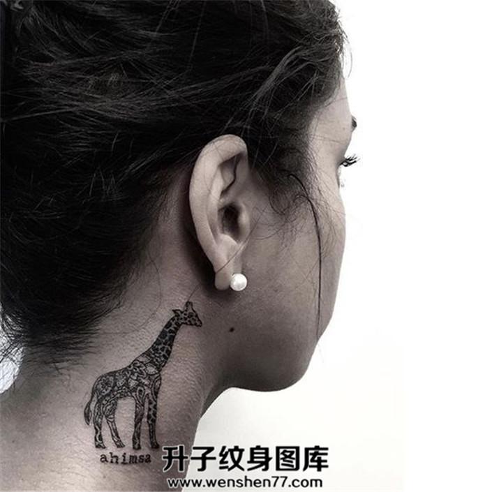可爱的长颈鹿纹身