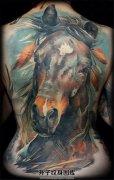 油画风格 满背马纹身图案