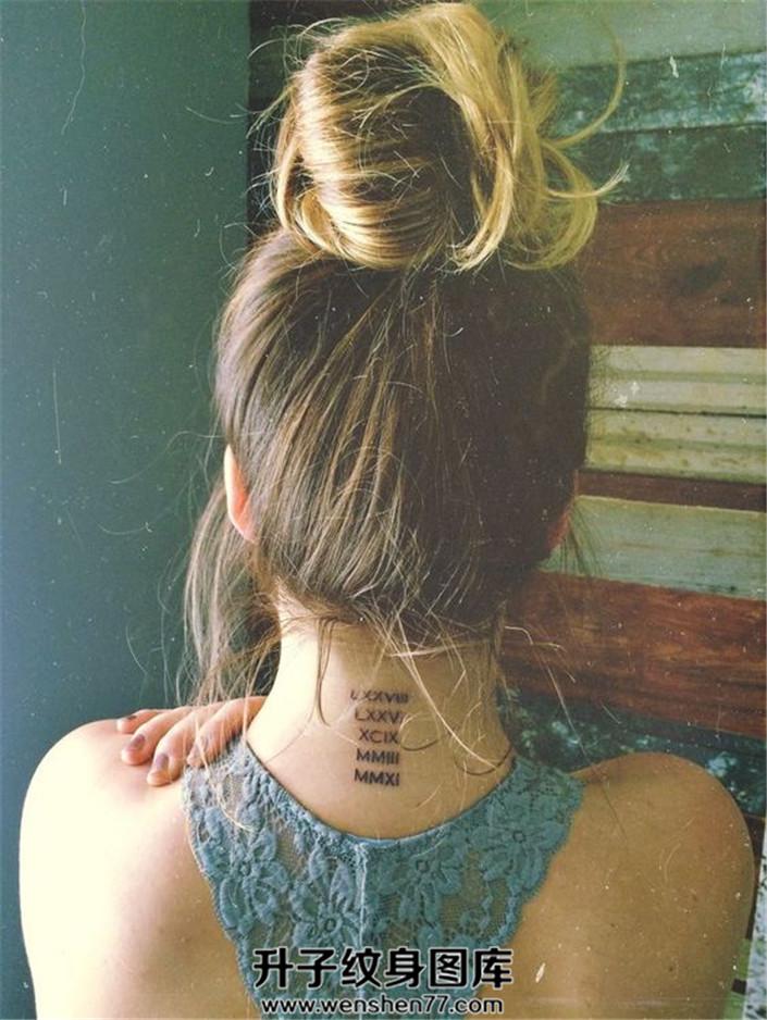 脖子后面英文字母纹身