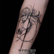 乱中有型的小臂马纹身