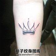 小臂内侧图腾皇冠