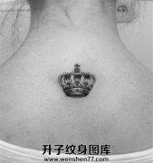女性颈后小清新皇冠