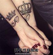 情侣手腕皇冠字母图案
