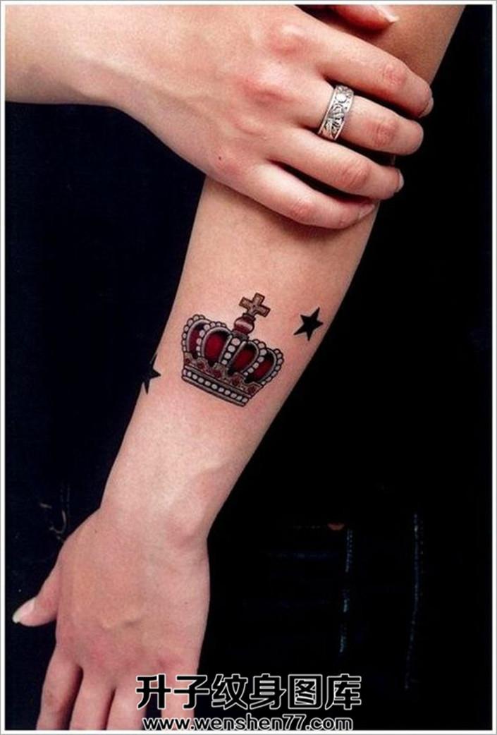 红色皇冠和黑色星星