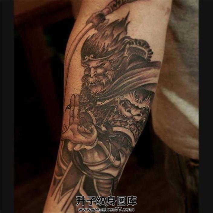 黑灰色霸道大圣纹身作品