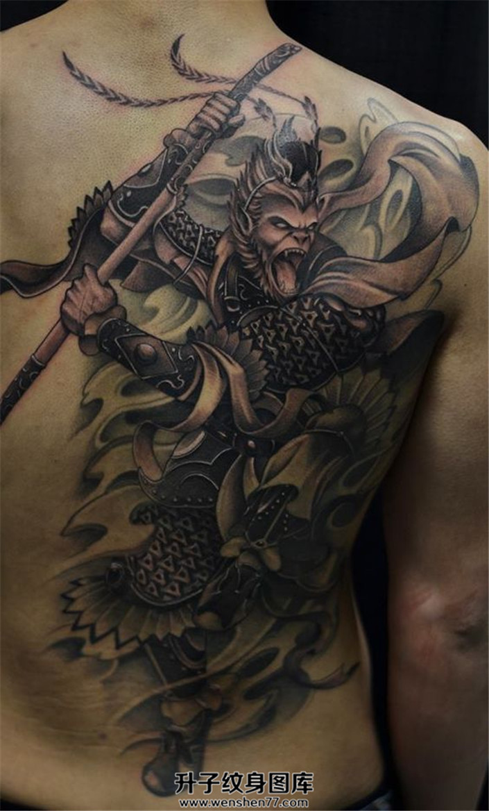 背部右侧大圣纹身