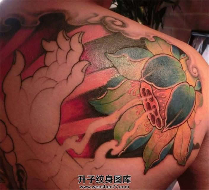 肩部彩色传统荷花纹身【升子纹身520】