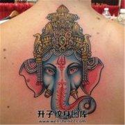 女性背部彩色象神纹身