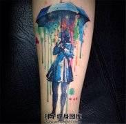 小臂泼墨撑伞女人纹身