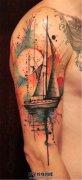 男性大臂泼墨帆船纹身图案