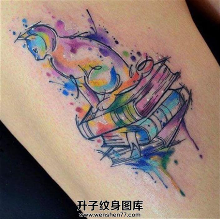 腿部泼墨猫纹身图案