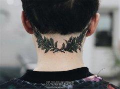 个性后颈部植物纹身