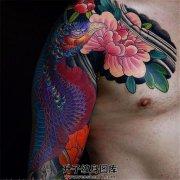 男性传统彩色半甲凤凰纹身图案