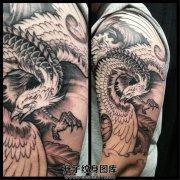 男性大臂凤凰纹身图案