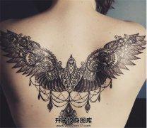 女性后背花纹翅膀纹身图案