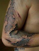 男性手臂3D文字纹身