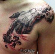 男性胸口3D拼图手纹身