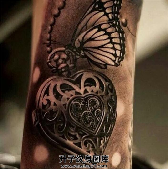 手臂欧美写实蝴蝶怀表纹身
