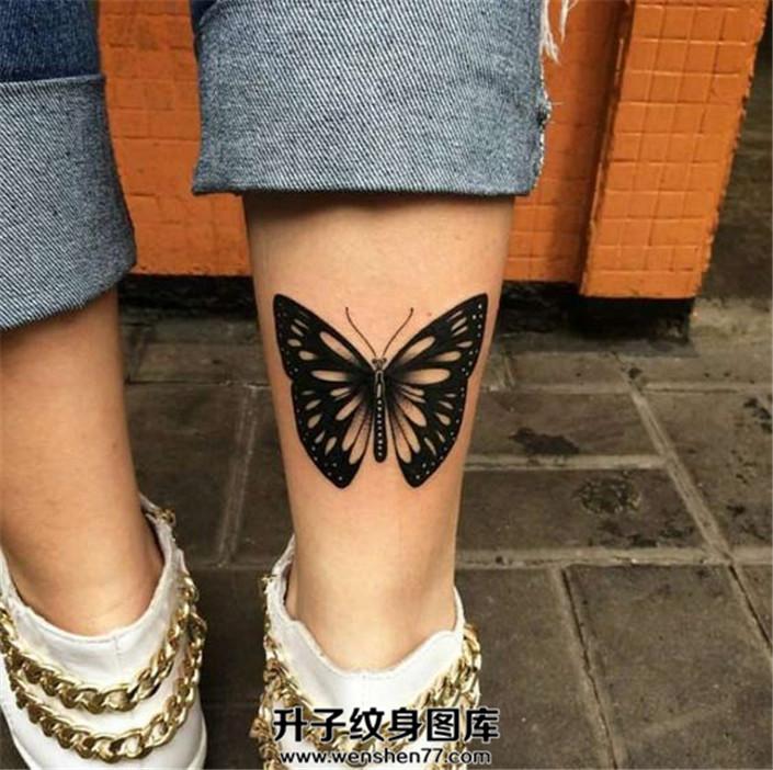 女生小腿后侧蝴蝶纹身图片