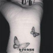 女性手腕小清新的两只蝴蝶纹身