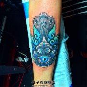 女性小臂法蒂玛之手纹身