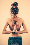 背部法蒂玛之手纹身——女性