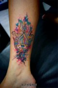 女生小腿泼墨法蒂玛之手纹身