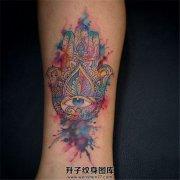 女性小腿泼墨法蒂玛之手纹身
