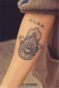女生小臂繁琐法蒂玛之手纹身
