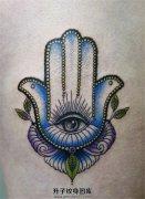 女性法蒂玛之手纹身