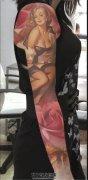 女性梦露玫瑰题材彩色花臂纹身