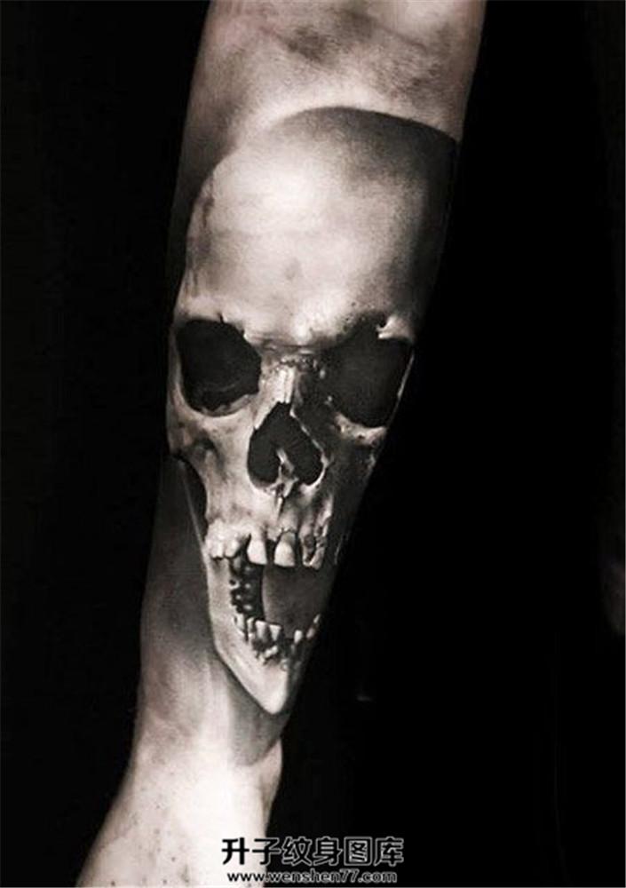 男性小臂欧美暗黑骷髅纹身