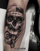男性小腿后侧素描风格骷髅纹身