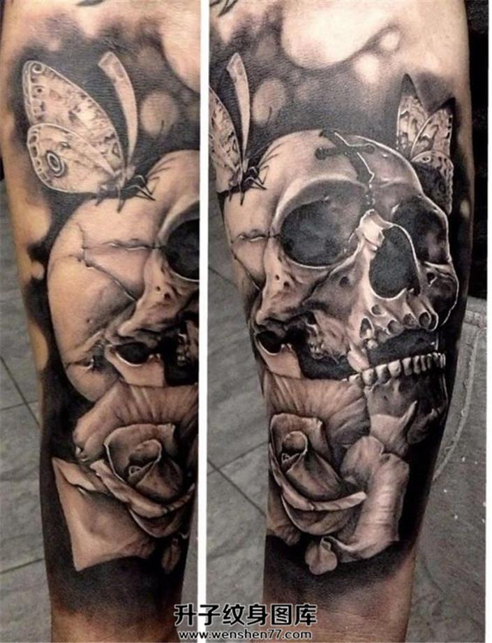 男性小臂骷髅玫瑰蝴蝶纹身