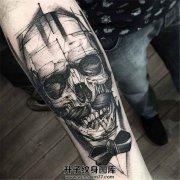 男性小臂上的骷髅先生纹身一枚